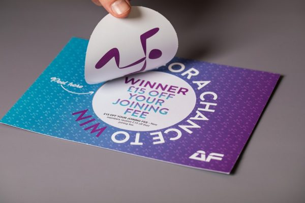 Peel and reveal card printing with variable prize message
